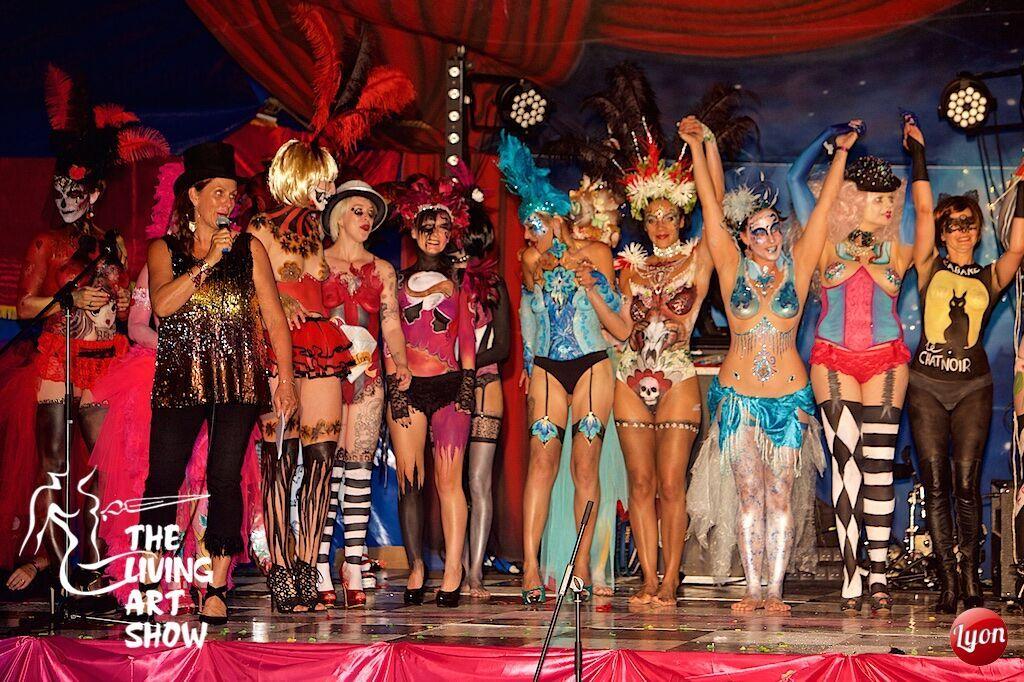 catwalk-show-the-living-art-show-min