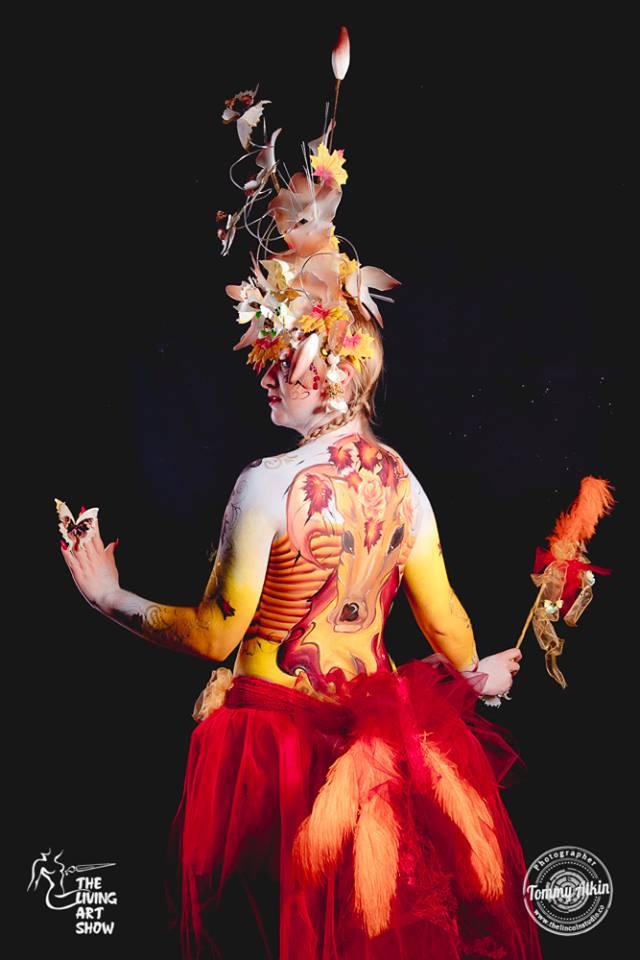 the-living-art-show-headress-award-winner-shelley-gray-model-simmone-taylor-min